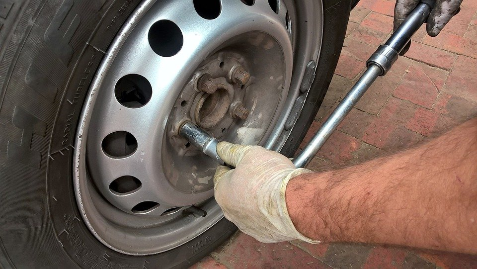 Removing the wheel to Check the brake pad